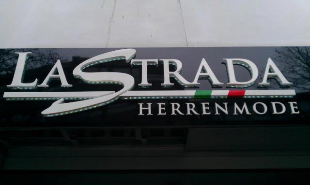 LaStrada Logo Außenwerbung Corporate Design