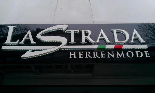 LaStrada Logo Außenwerbung Corporate Design