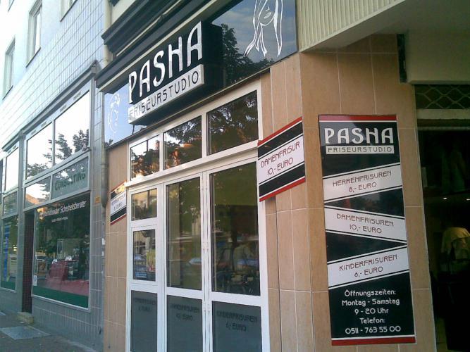 Pasha Friseurstudio Außenwerbung Logo